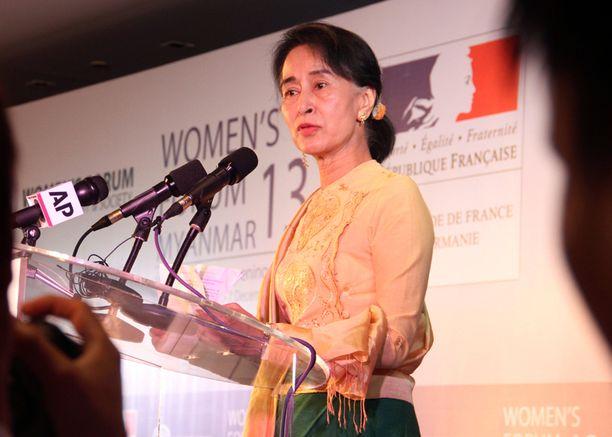 """Myanmarin oppositiojohtaja Aung San Suu Kyi muisti myös Mandelaa: """"Hän oli upea ihminen, joka nosti ihmisyyden standardeja."""""""