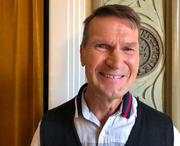 Erkka Westerlund valottaa kirjassaan ihmislähtöistä ja oppimiskeskeistä valmennusta, jonka avulla Suomi-kiekko on saatu nykyiseen kukoistukseen.