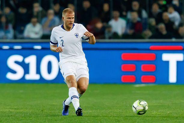 Paulus Arajuuri  piti Suomen peli-ilmettä rohkeana Italian vieraana.