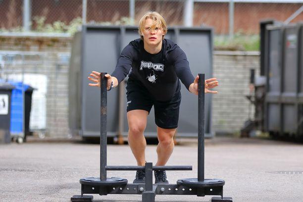 Fysiikkavalmentaja Yunus Barisik kehuu Kasper Björkqvistin treeniasennetta loistavaksi.