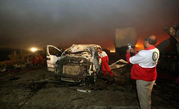 Autopommi surmasi kymmeniä pyhiinvaeltajia Irakissa.