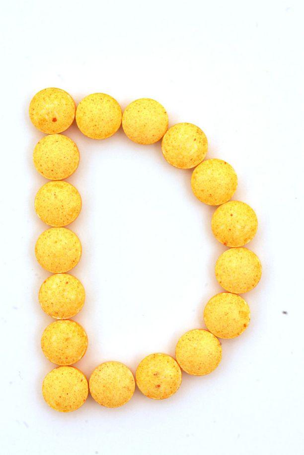 TERVEELLISTÄ D-vitamiinia saa niin pillereistä kuin ruoasta ja auringostakin. Jos nautit monivitamiinivalmisteita, tarkista, onko niissä myös D-vitamiinia. Monissa monivitamiinivalmisteissa on jo valmiiksi päivittäinen D-vitamiiniannos.