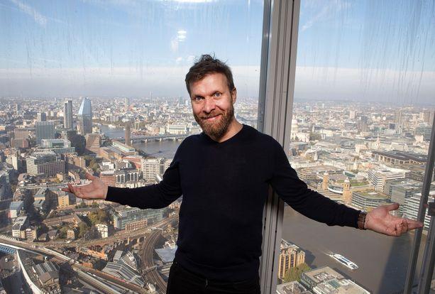 Pasi Remsu rakentaa saunoja Lontoossa ja pääsi mukaan näyttelemään HBO:n uuteen fantasiasarjaan.