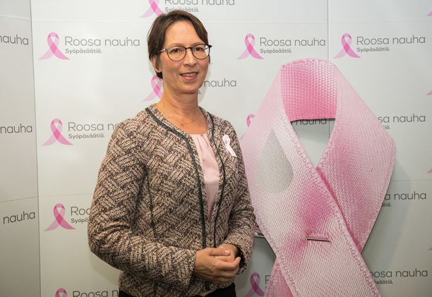 Sari Essayah yllättyi siitä valtavasta viestitulvasta, joka seurasi, kun hän kertoi sairastuneensa rintasyöpään.