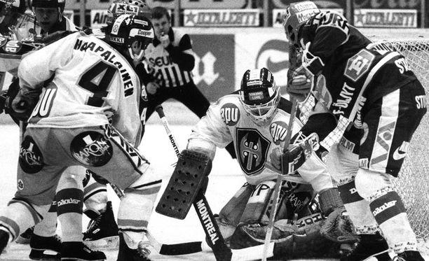 Hannu Kamppuri voitti kaksi Suomen mestaruutta Tapparan paidassa.