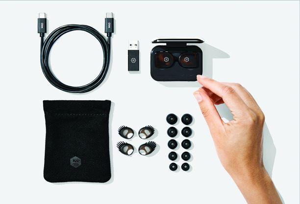 Pakkauksessa: Kuulokkeet, latauskotelo, suojapussi, latauspiuha, USB-adapteri, vaihtonapit ja vaihtotuet.