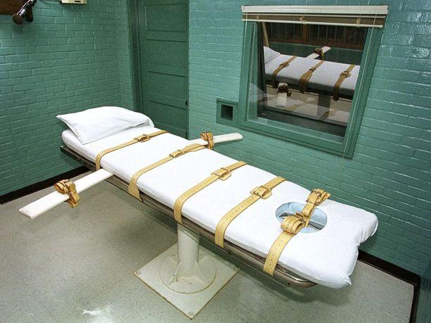 Yhdysvalloissa kuolemaantuomitut teloitetaan myrkkyruiskeella. Kuva teloituskammiosta Texasin Huntsvillessa.