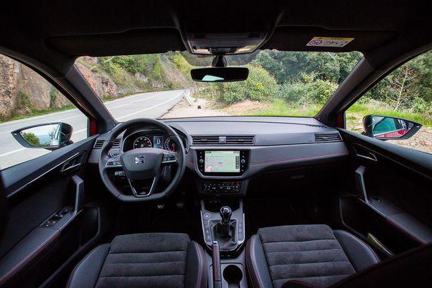 Hyvä ajoergonomia ja selkeät hallintalaitteet. Vaikea löytää suurempaa moitittavaa.