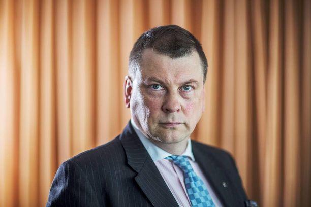 EK:n työmarkkinapomo Ilkka Oksalan mielestä hallitus on toimimassa omien tavoitteidensa vastaisesti.