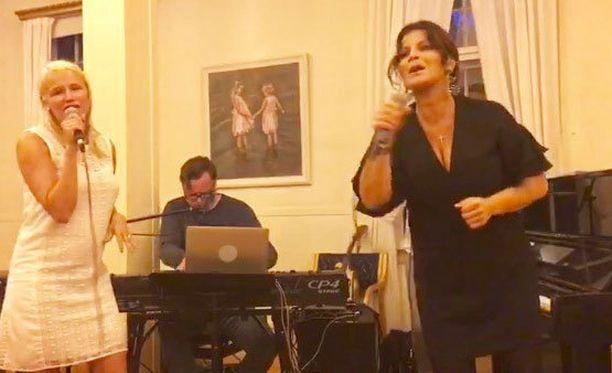 Reeta Vestman ja Carola Häggkvist esiintyivät yhdessä.
