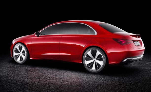 Kolmen laatikon korimalli kuten perinteisessä sedanissa kuuluukin olla, mutta kuitenkin coupemaisuutta mukana.