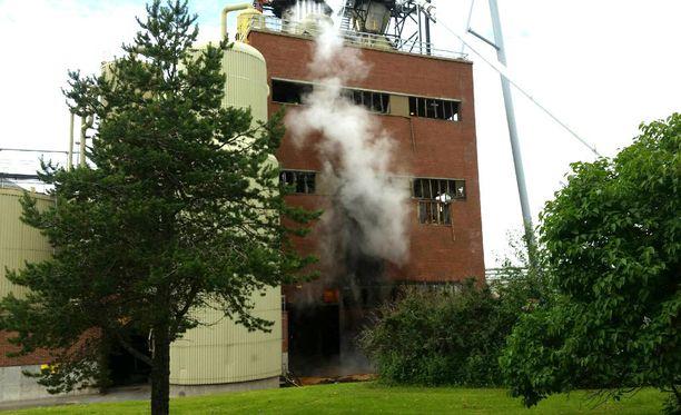 Tehtaan ikkunat rikkoutuivat räjähdyksessä.