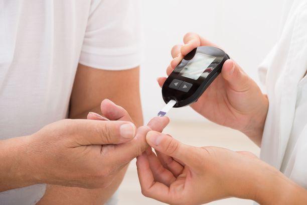 Tyypin 2 diabetes on usein pitkään oireeton ja kehittyy hitaasti vuosien kuluessa.