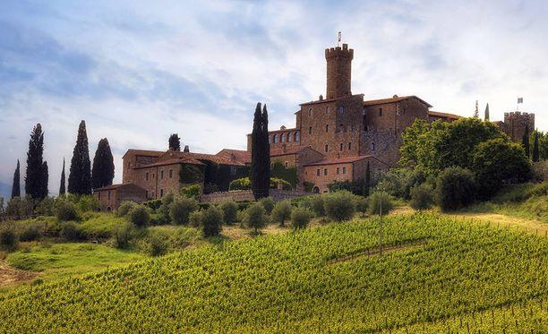 Toscanen kauniin kukkulaisen maiseman pelätään menevän pilalle, jos viinipalstojen suojaksi pystytetään vielä lisää aitoja.