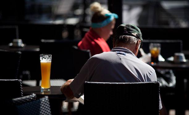 Loma vaikuttaa ikävästi suomalaisten juomiseen.