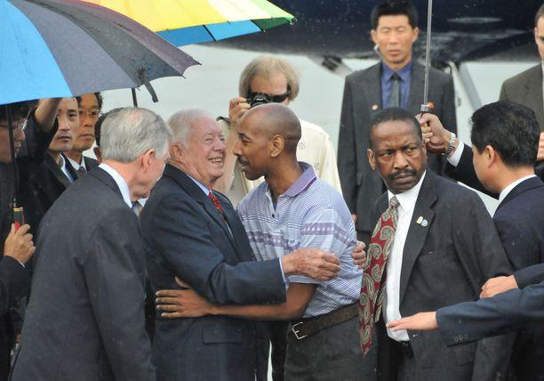 Jimmy Carter halasi Aijalon Gomesia elokuun lopulla 2010 Pjongjangissa, kun pakkotyöhön tuomittu mies pääsi palaamaan takaisin Yhdysvaltoihin.