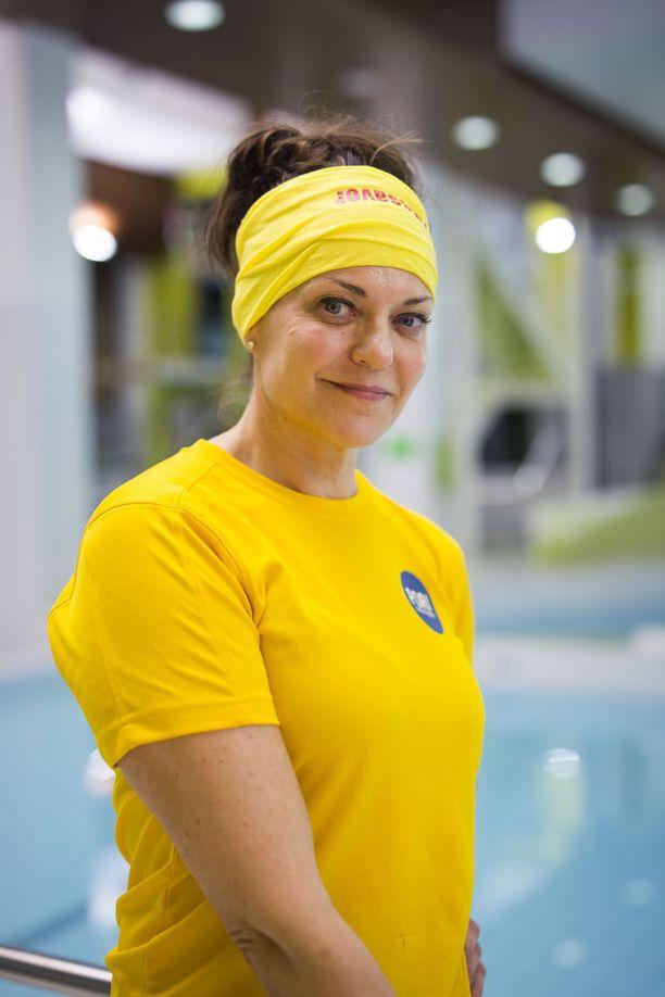 Sittemmin Tuija Elo on innostunut muun muassa uimisesta, jota hän pitää keholle hellänä urheilulajina.