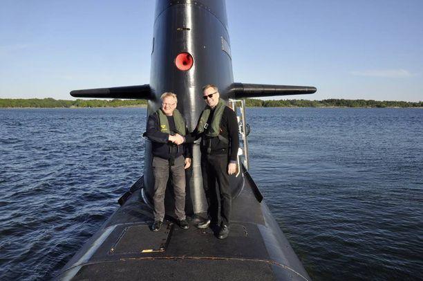 Suomen puolustusministeri Jussi Niinistö tapasi Ruotsin kollegansa Peter Hultqvistin toukokuussa Ruotsissa. Luottamuksellisia keskusteluja käytiin sukellusveneessä.
