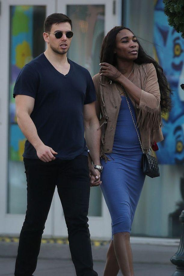 Serena Williamsin sisko Venus Williams on jo New Orleansissa mallipoikaystävä Elio Pisin kanssa.