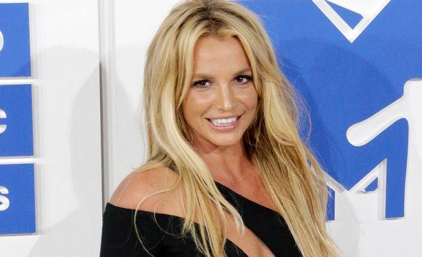 Liitto olisi Britney Spearsille kolmas.