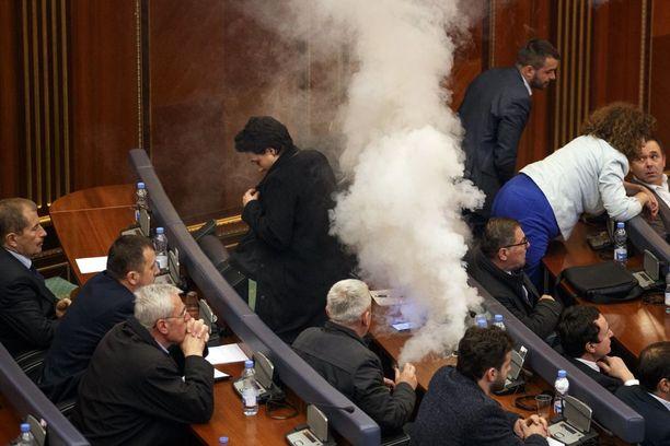 Iskuun osallistui ilmeisesti useita opposition kansanedustajia.