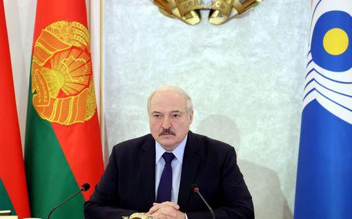 Näkökulma: Lukašenka pantiin kyykkyyn, mutta Kiinaa ja Venäjää kumarretaan