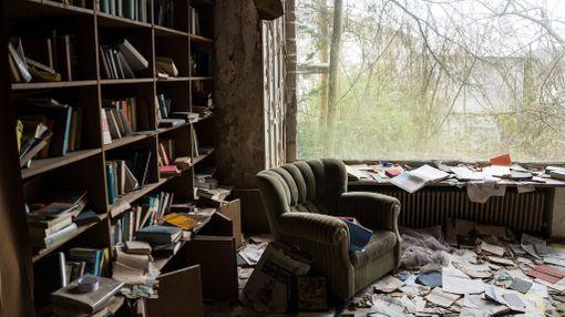 Kirjat ovat yhä hyllyissä.