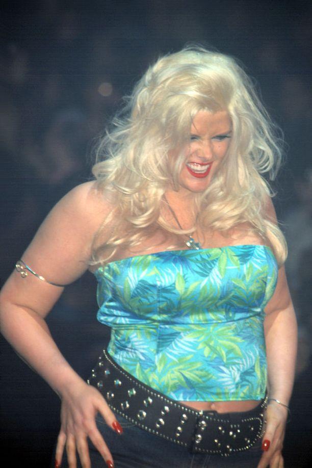 Anna Nicole Smith onnistui 2000-luvun alussa pudottamaan painoaan yli 30 kiloa. Hän jakoi julkisuudessa auliisti laihdutusvinkkejään. Kuva vuodelta 2002.
