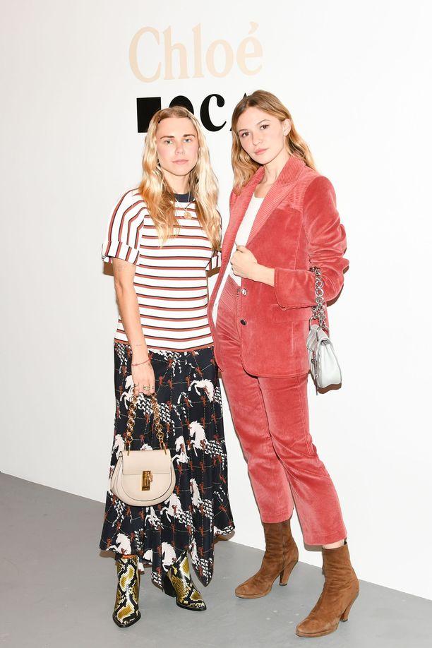 Courtney Trop ja Paige Elkington
