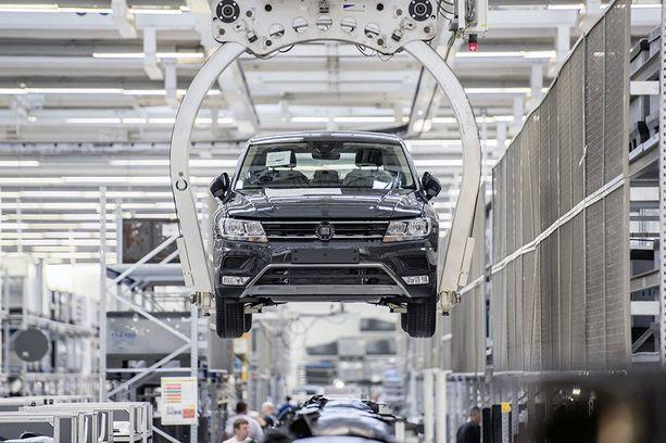Yli 27 prosenttia Suomessa viime vuonna rekisteröidyistä henkilöautoista valmistettiin Volkswagen-konsernin tehtailla. Konserniin kuuluvat Volkswagenin lisäksi tavallsien kansan henkilöautoista myös Audi, Seat ja Skoda.