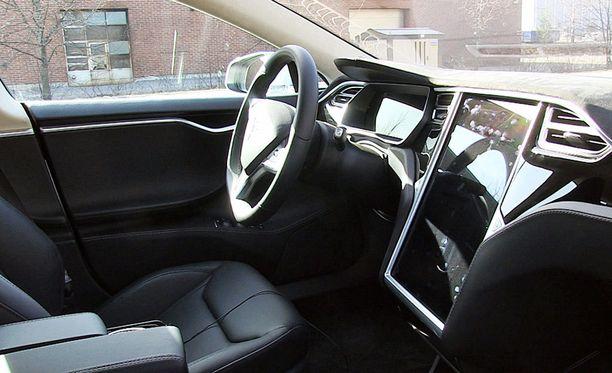 Joissain Teslan Model S -mallin autoissa on autopilottivarustus.