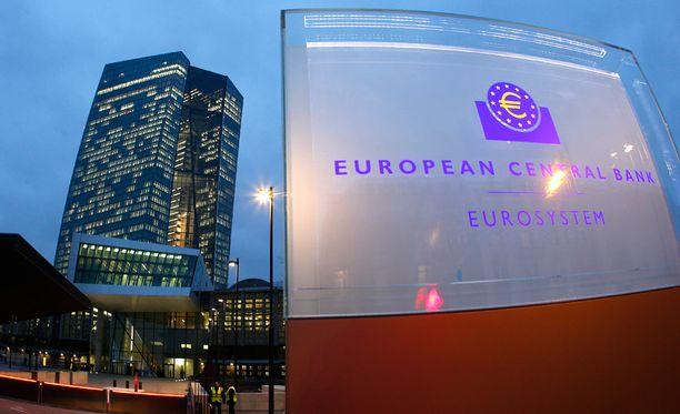 Vuodesta 1999 toiminut EKP aloittaa maaliskuun alussa setelielvytyksen, joka venyttää pankin sääntöjen rajoja.