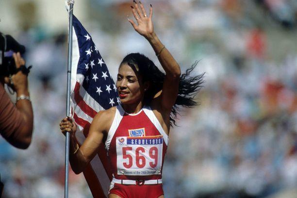Florence Griffith-Joyner juhli Soulissa kolmea olympiakultaa.