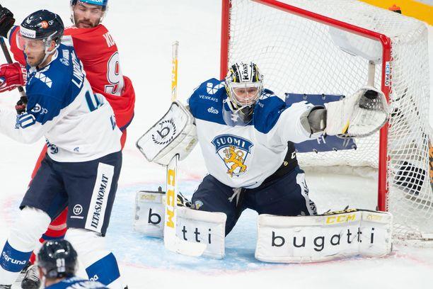 Veini Vehviläinen ei päästänyt ainuttakaan kiekkoa selkänsä taakse lauantaina ottelussa Tshekkiä vastaan.