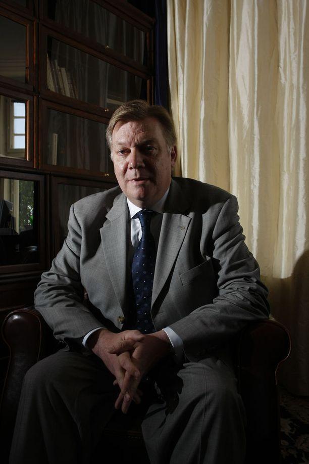 Superlobbarina tunnetuksi tulleen Anders Blomin mielestä lobbareilla on liikaa valtaa Suomessa.