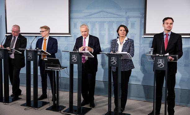 Luottamus Juha Sipilän (kesk) hallitukseen horjuu, kun vähemmistö äänestäjistä (39 %) toivoo hallituksen jatkavan kauden loppuun asti.