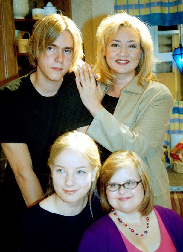 Tältä näytti Sepposen Roosa-hahmon Salkkari-perhe vuonna 2001.