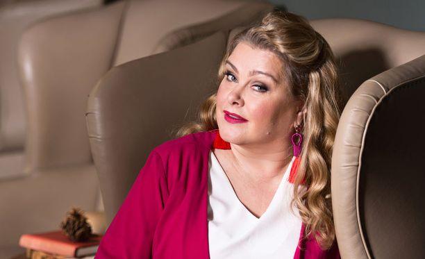 Miss Suomi 1993 Tarja Smura muistelee elämäänsä Kaunis elämä -sarjan ensi viikolla nähtävässä jaksossa.
