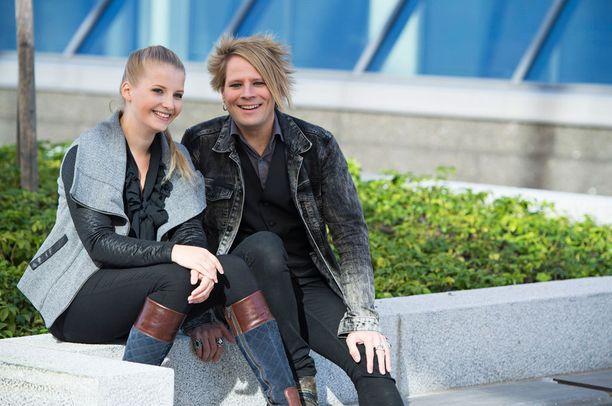 Sampsa Astala oli syksyllä järjestämässä tukikonserttia vakavan aivovamman saanelle kumppanilleen Saara Auviselle.