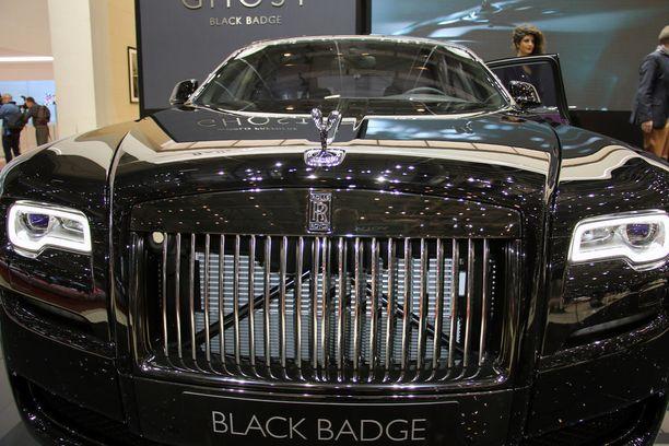 Väkevä keula ja Black Badge, joka vetoaa tehtaan mukaan levottomiin uhkapelureihin.
