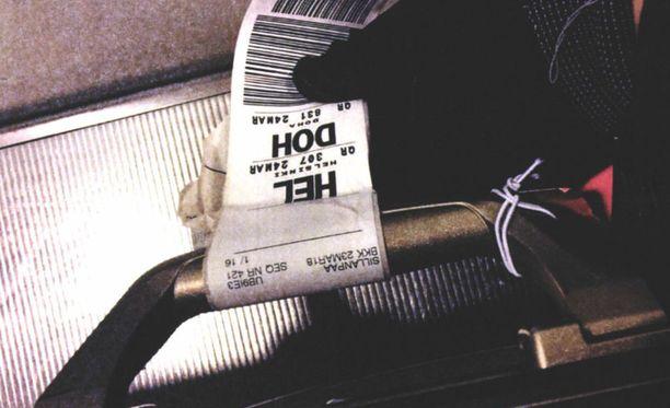 Tästä matkalaukusta meikkipussi löytyi.