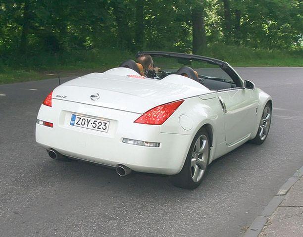 TAKAA Raadin mielestä 350Z Roadster näyttää parhaalta takakulmasta.
