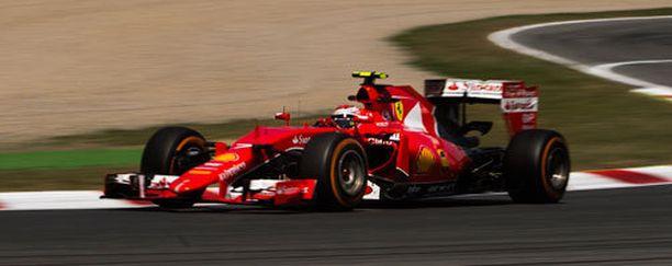 Kimi Räikkönen körötteli Espanjassa seitsemänneksi vanhoilla osilla.