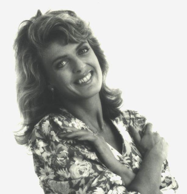 Disco-Einistä ei ollut ulkoisesti jälkeäkään vuonna 1990 otetussa kuvassa. Eini mukautui sen ajan lavauskottavuuden tuovaan tyyliin.