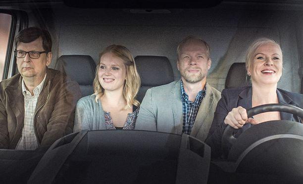 Illan lyhytelokuvissa nähdään paljon tuttuja näyttelijöitä. Tässä Seppo Halttunen, Pia Andersson, Ville Myllyrinne ja Heli Sutela.