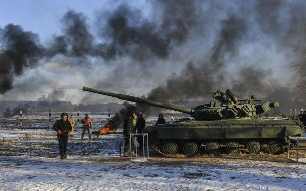 Ukrainan armeija harjoittelee Desnassa Kiovan pohjoispuolella 28. marraskuuta.
