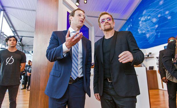 Facebookin toimitusjohtaja Mark Zuckerberg ja U2-yhtyeen Bono julkistivat julistuksensa YK:n yleiskokouksen aikaan.