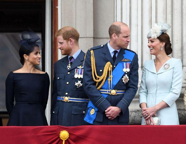 Prinssi Harryn puolisovalinta on tiettävästi hiertänyt prinssi Williamin ja veljensä välejä. Kuvassa prinssit puolisoineen vuonna 2018.