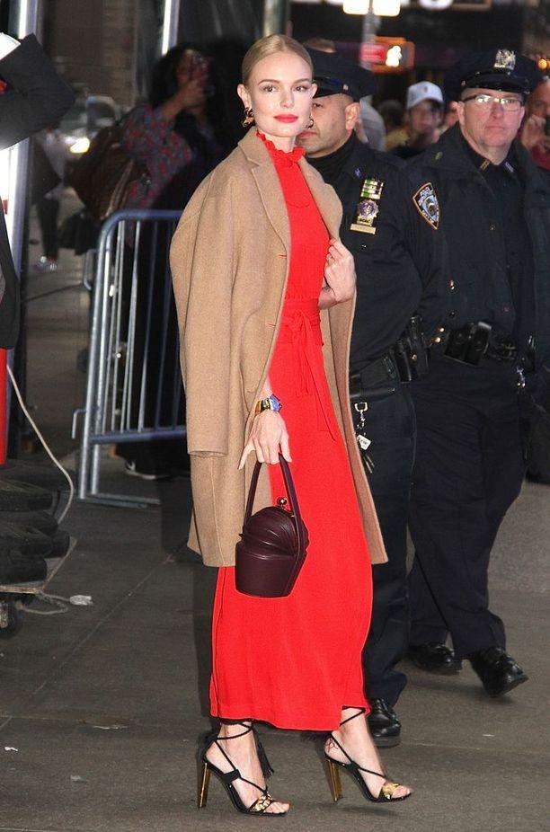Kate Bosworth kaipasi takkia harteilleen marraskuussa New Yorkissa.