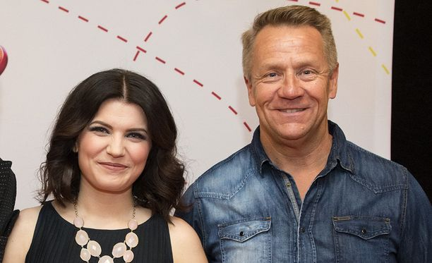 Suvi Teräsniska ja Olli Lindholm Iskelmä-gaalassa vuonna 2016. Lindholmilla oli suuri vaikutus Teräsniskan laulajan uraan.